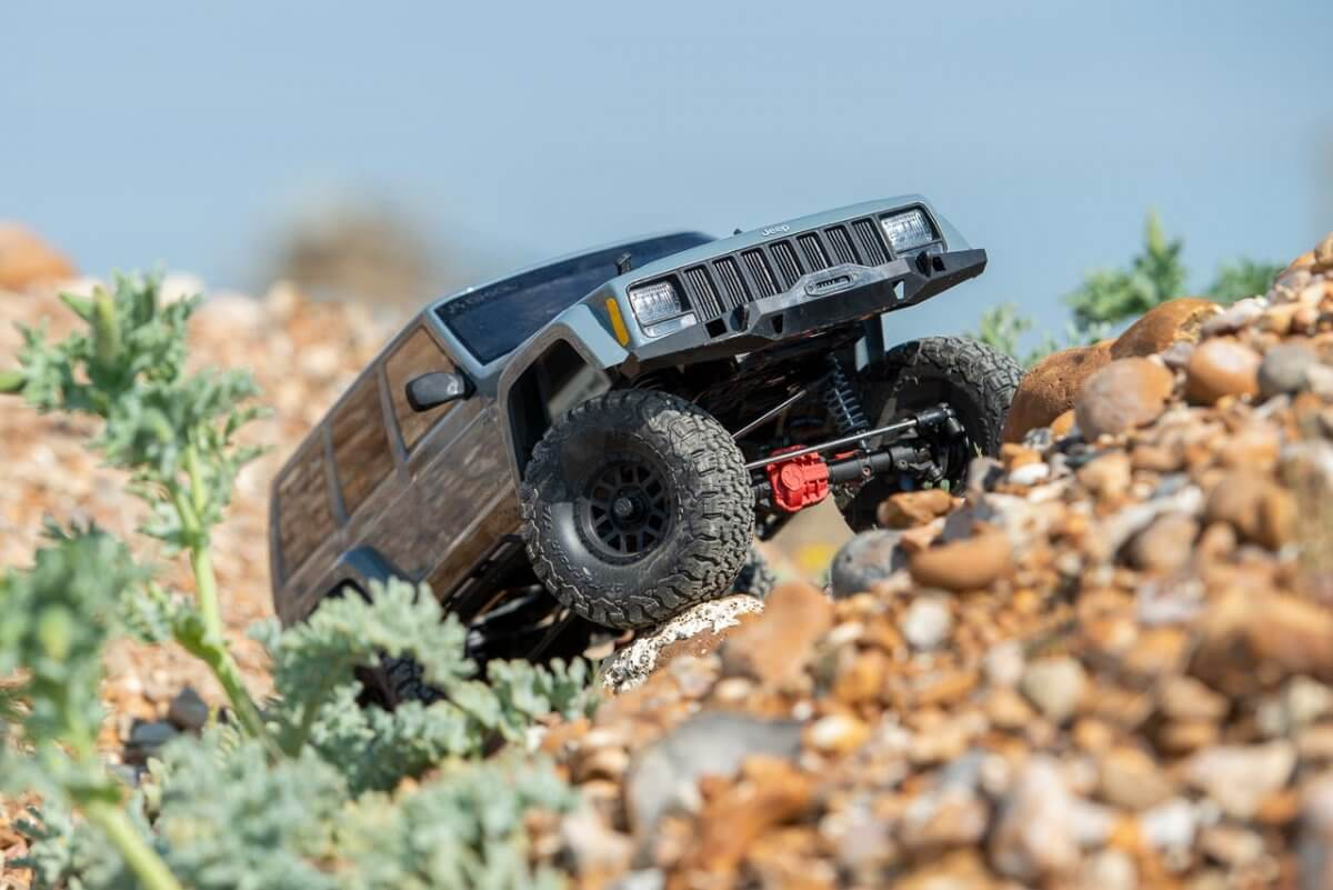 Axial SCX10 II Review Jeep Cherokee loose climbing up