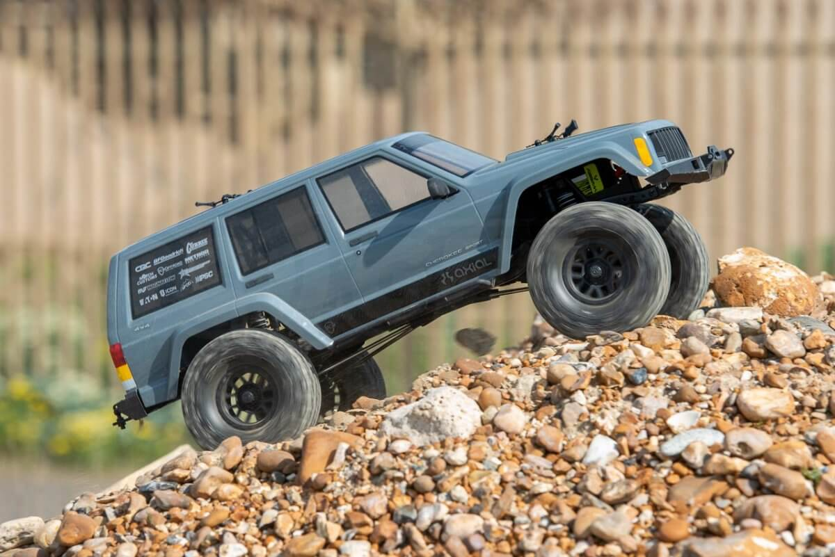 Axial SCX10 II Review Jeep Cherokee loose climbing wheelspin fast