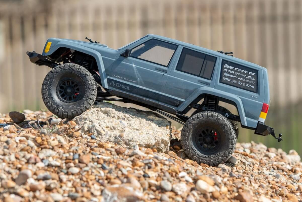 Axial SCX10 II Review Jeep Cherokee loose side breakover angle