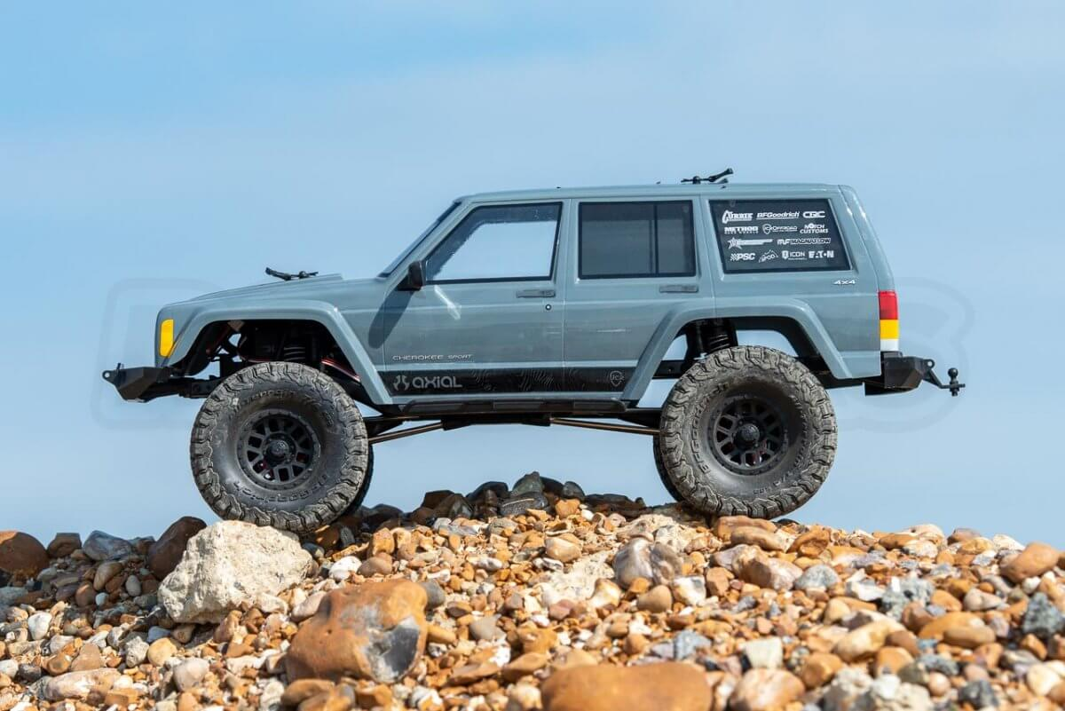 Axial SCX10 II Review Jeep Cherokee low grass angle