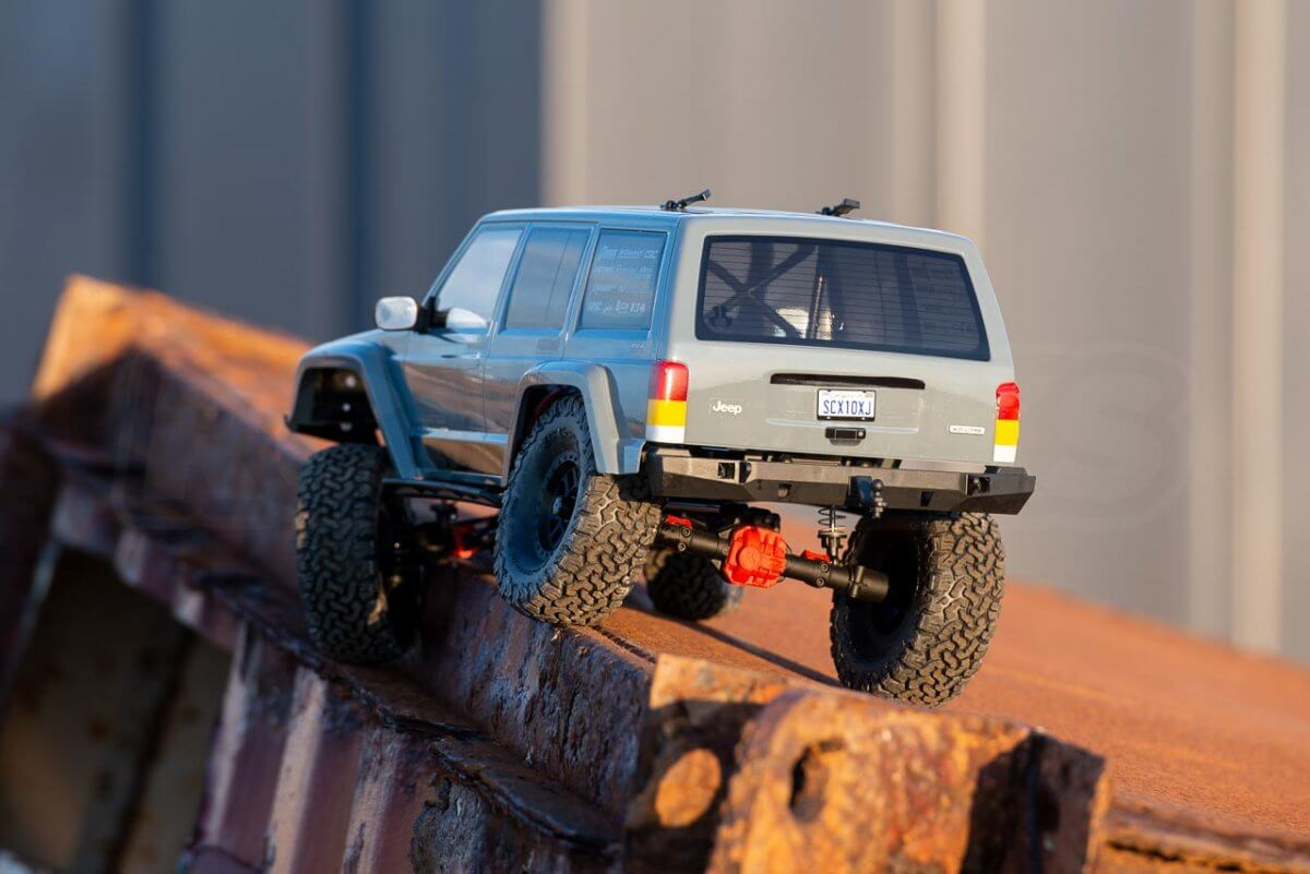 Axial SCX10 II Review Jeep Cherokee metal drop a wheel in
