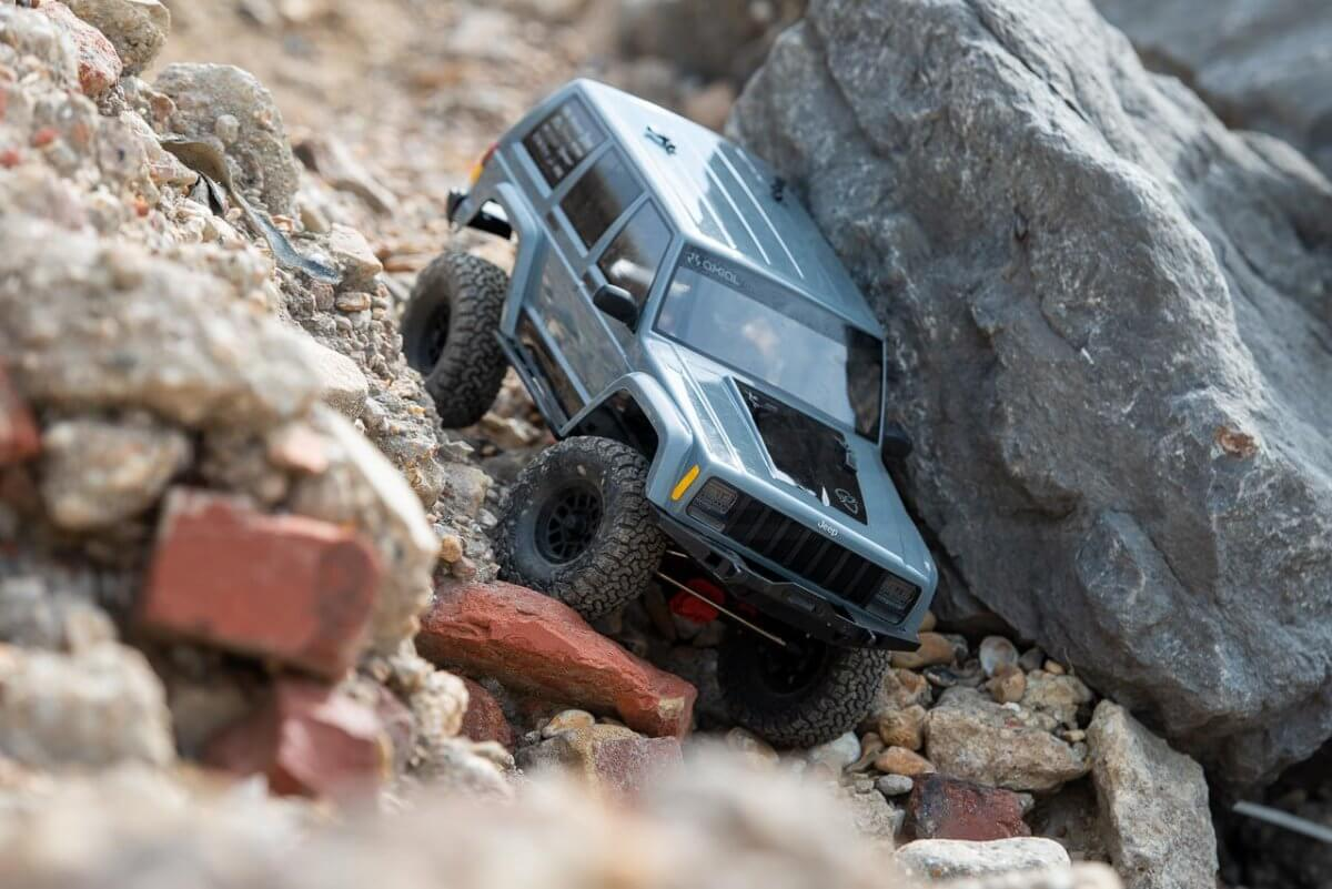 Axial SCX10 II Review Jeep Cherokee rocks descent finishe