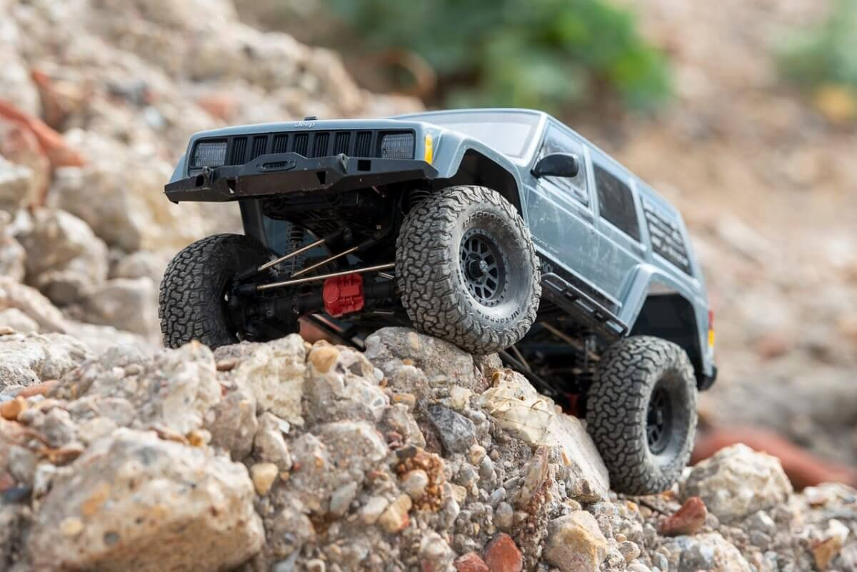 Axial SCX10 II Review Jeep Cherokee rocks parked