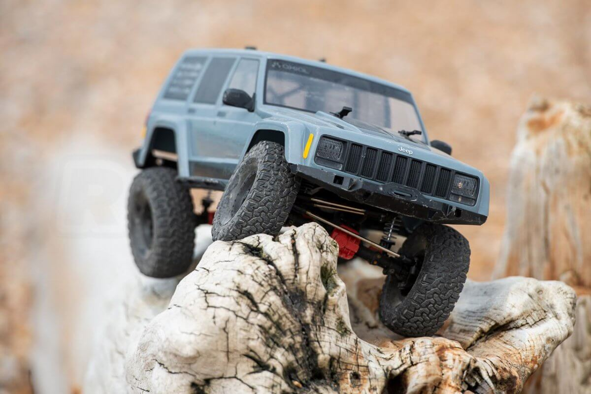 Axial SCX10 II Review Jeep Cherokee wood perch