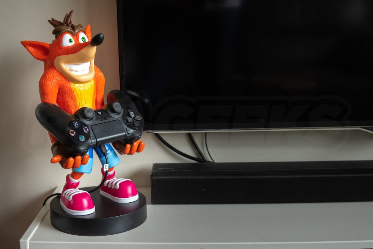 Cable Guys Crash Bandicoot XL Holding Games Controller