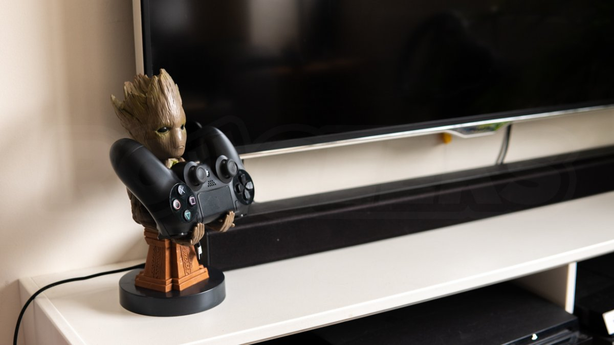 Cable Guys Groot holding Games Controller