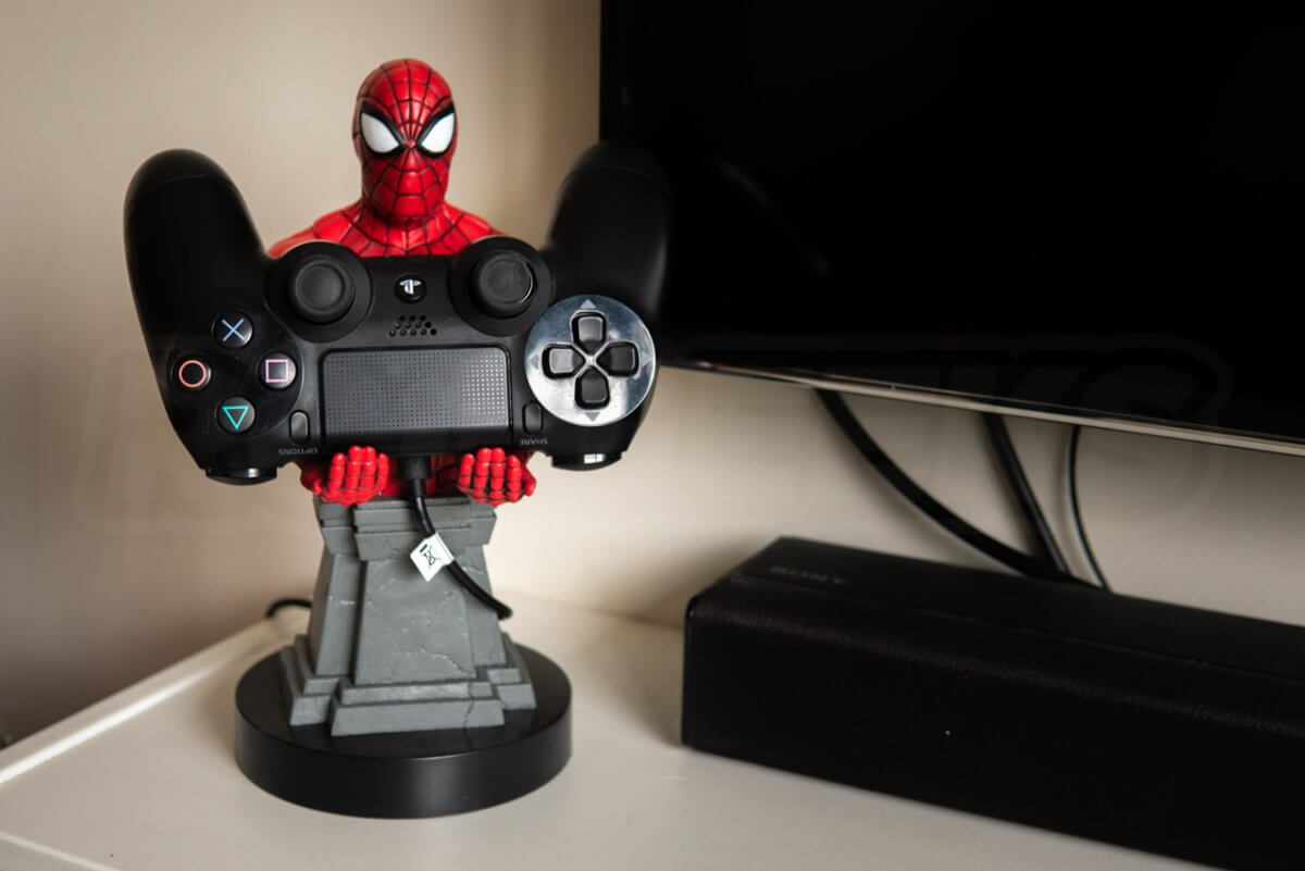 Cable Guys Spiderman Holding Games Controller