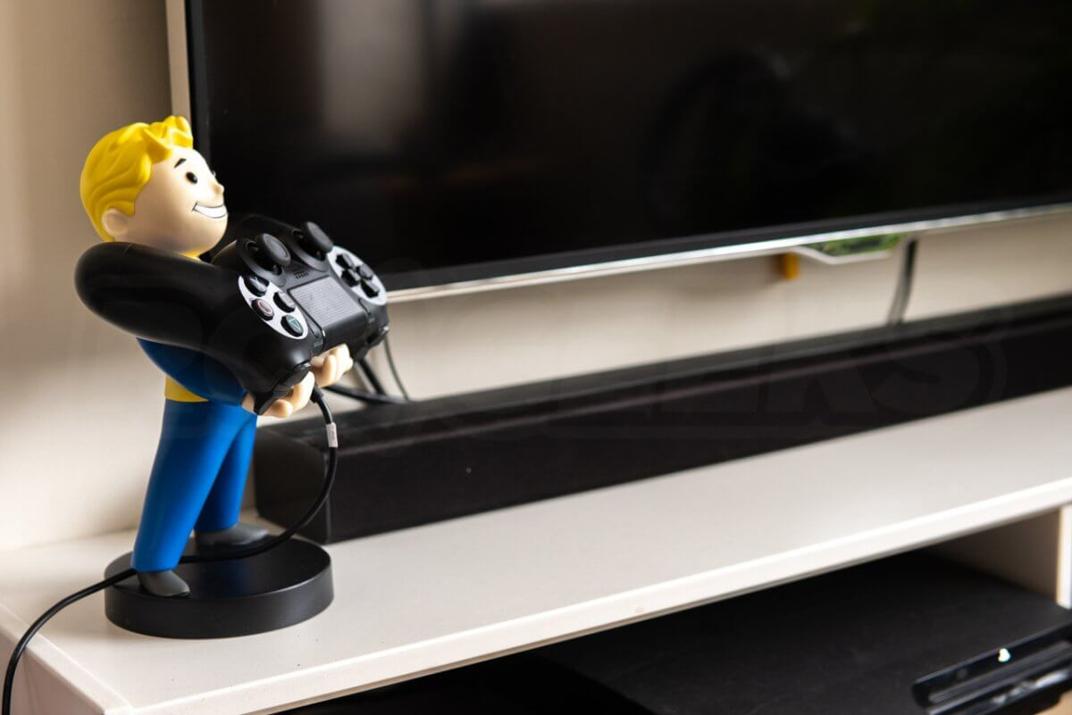 Cable Guys Vault Boy holding Games Controller