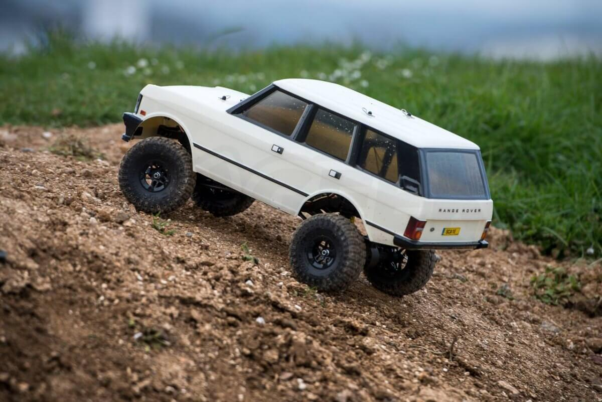 Carisma classic Range Rover Hands on review dirt climb