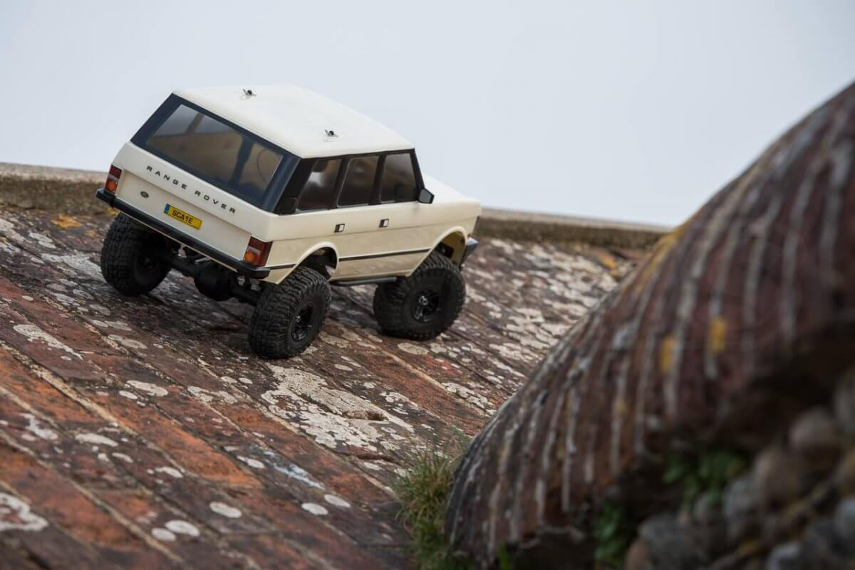 Carisma classic Range Rover Hands on review gripping on the roof