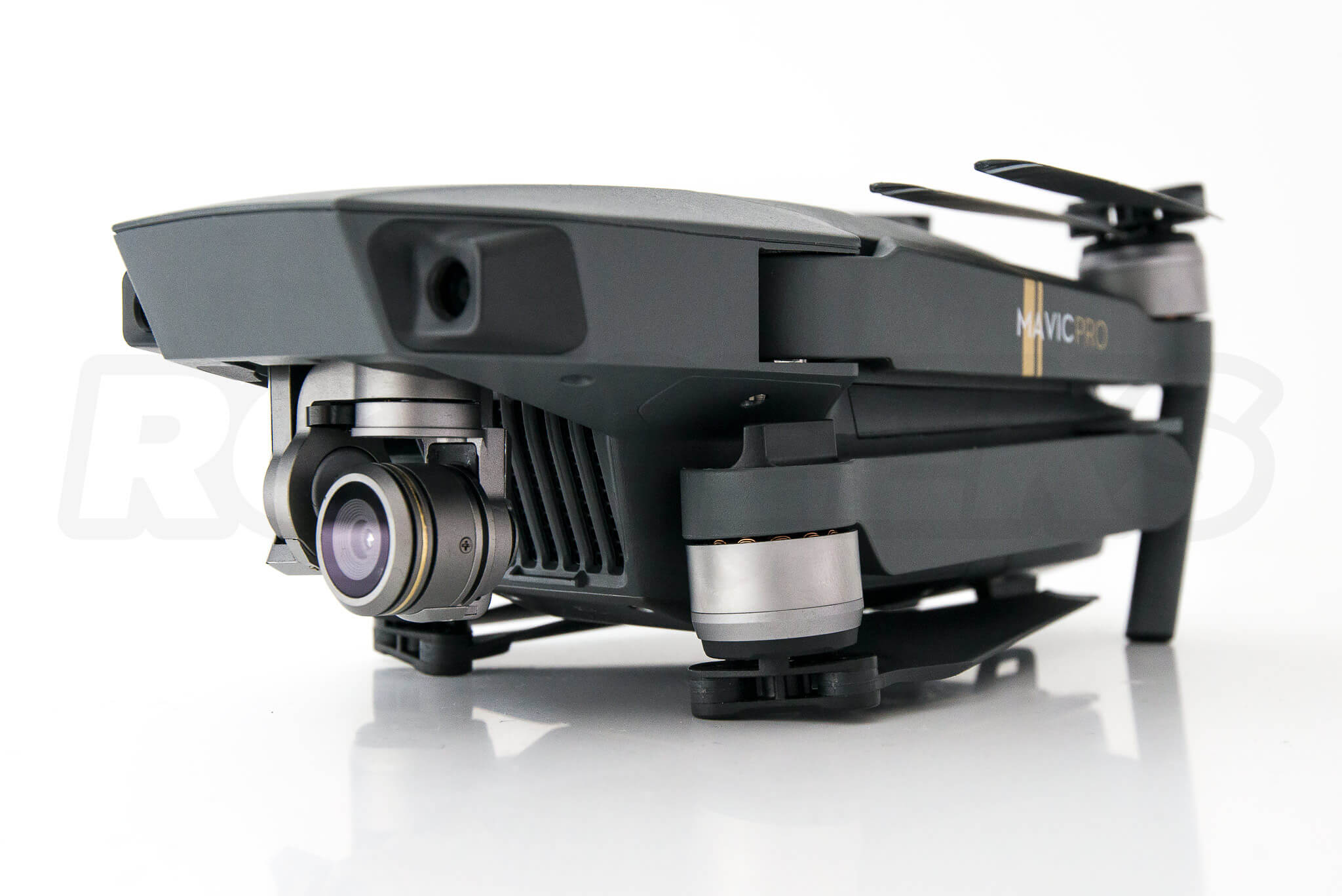 DJI-Mavic-pro-first-hands-on_drone-collapsed-arms-and-camera