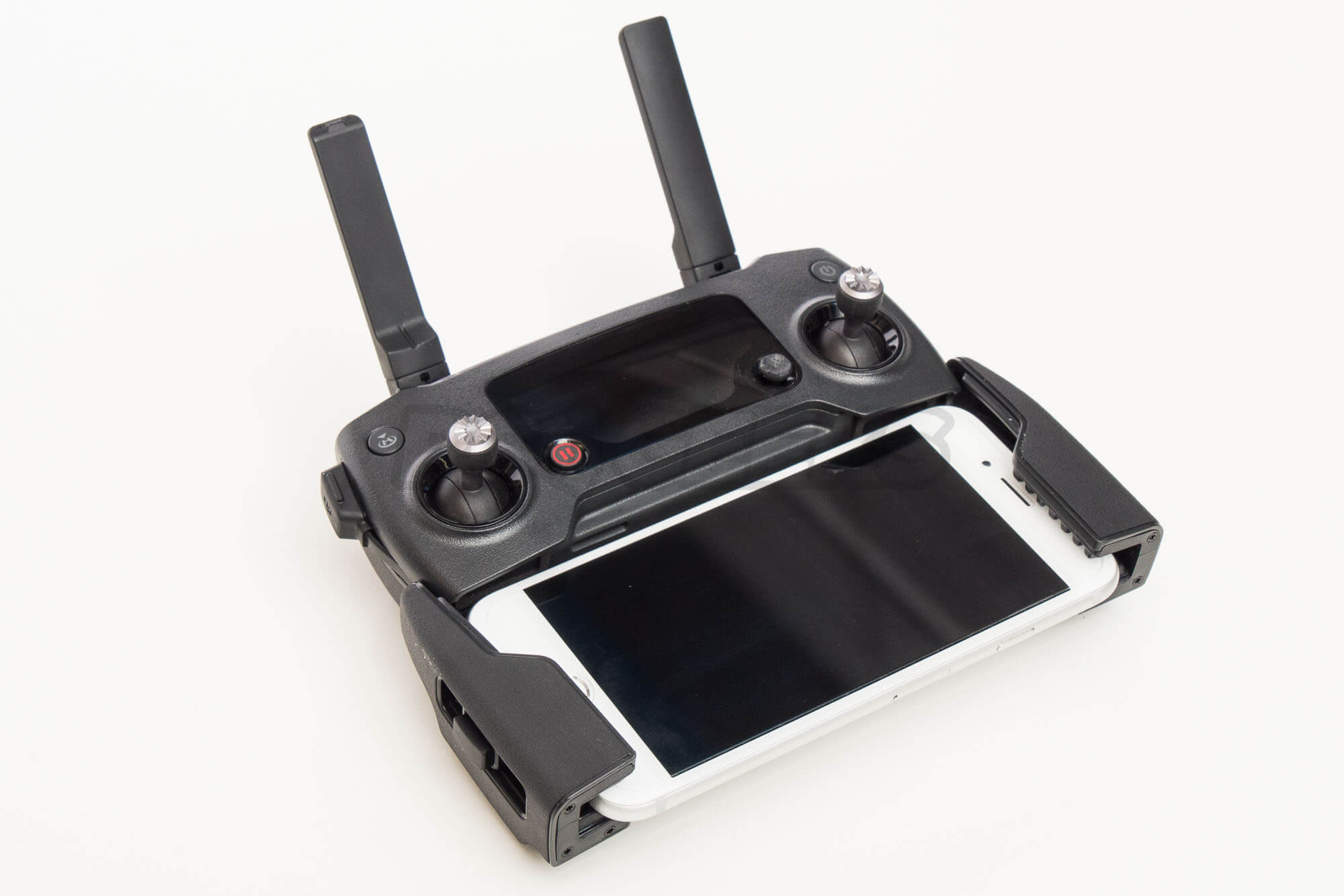 DJI-Mavic-pro-remote-controller-with-iphone