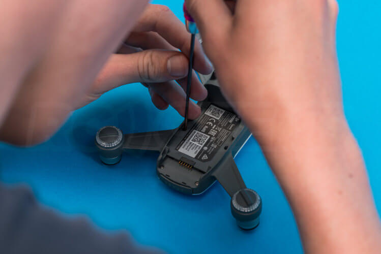 DJI Spark Teardown opening case hex
