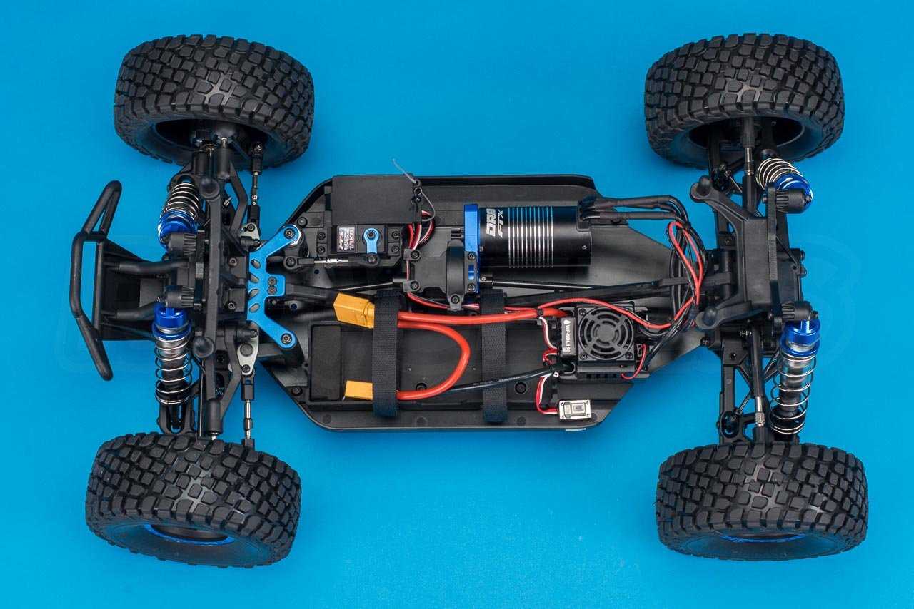 FTX-DR8-6S-Desert-Racer-Review-chassis-from-above