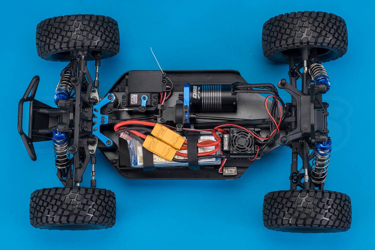 FTX-DR8-6S-Desert-Racer-Review-chassis-with-two-3S-batteries