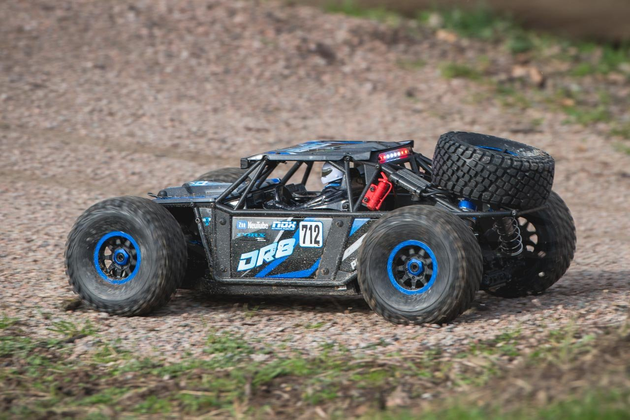 FTX-DR8-6S-Desert-Racer-Review-jump-landing-heavy-compression