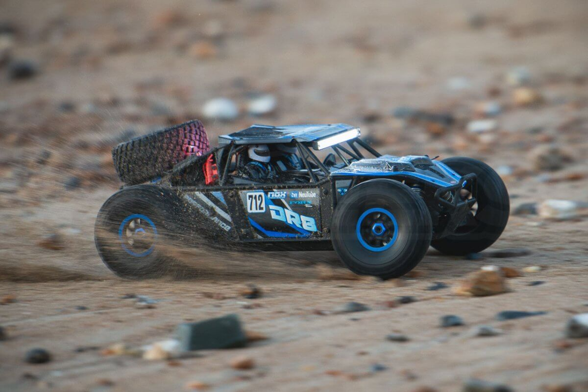FTX-DR8-Review-Beach-sand-driving-fast-pan-right-1