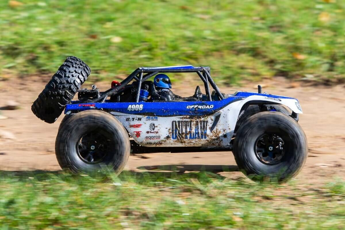 FTX Outlaw Ultra-4 Brushless Buggy Review dirt side pan two