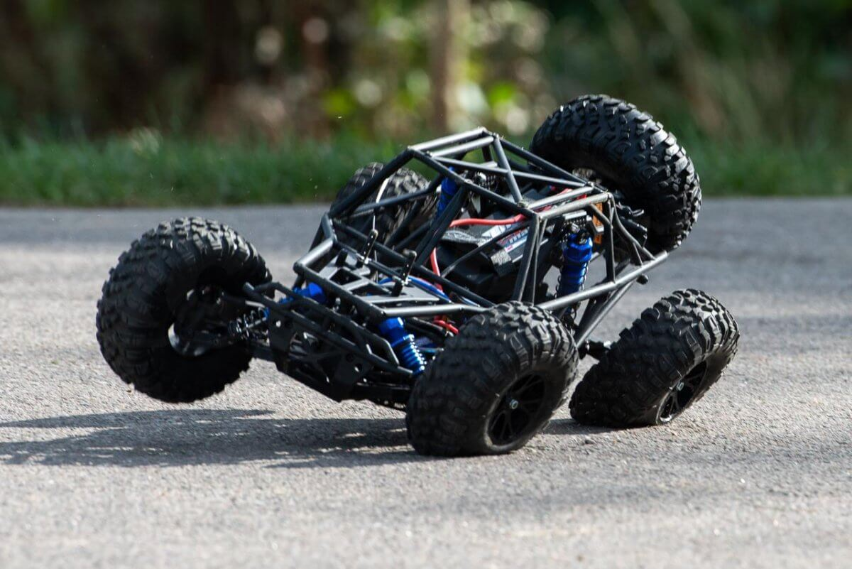 FTX Outlaw Ultra-4 Brushless Buggy Review naked chassis insane braking grip