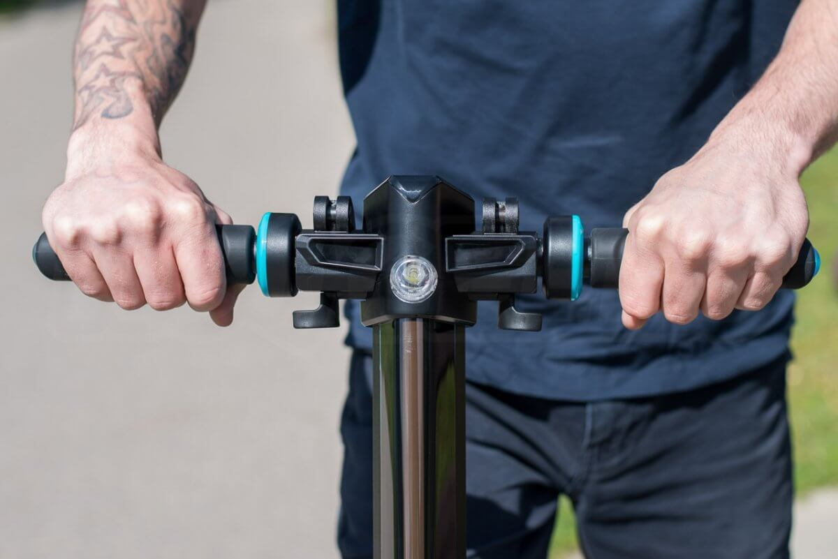 Inmotion L8F review handlebars in use