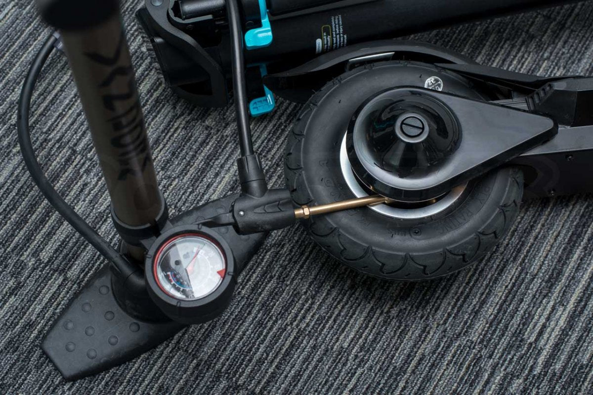 Inmotion L8F review inflating rear tyre