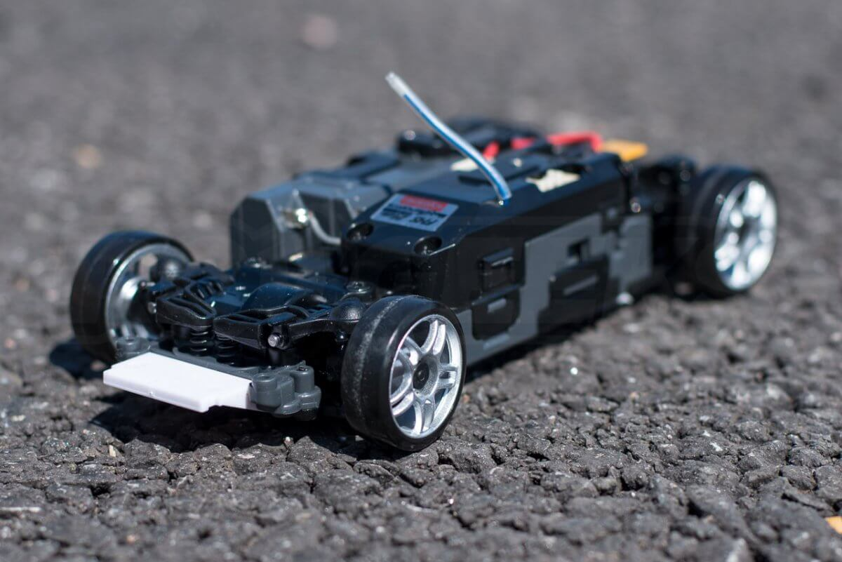 Kyosho Mini Z Drift cars review Skyline R33 batteries chassis three quarter