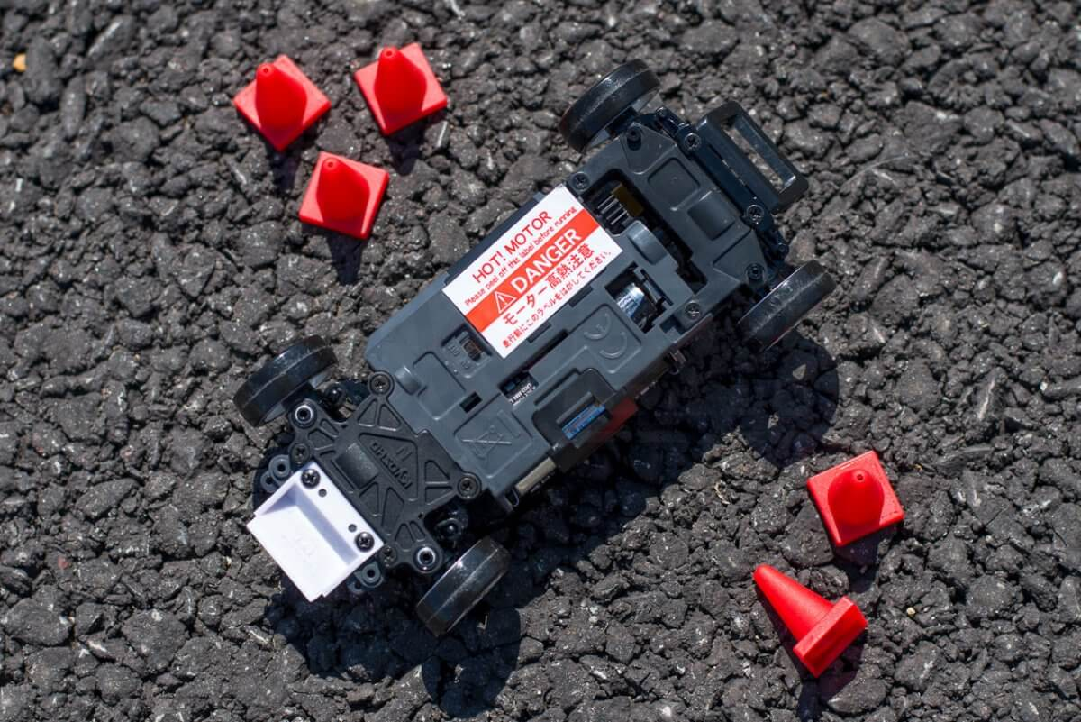 Kyosho Mini Z Drift cars review Skyline R33 batteries chassis underside power switch