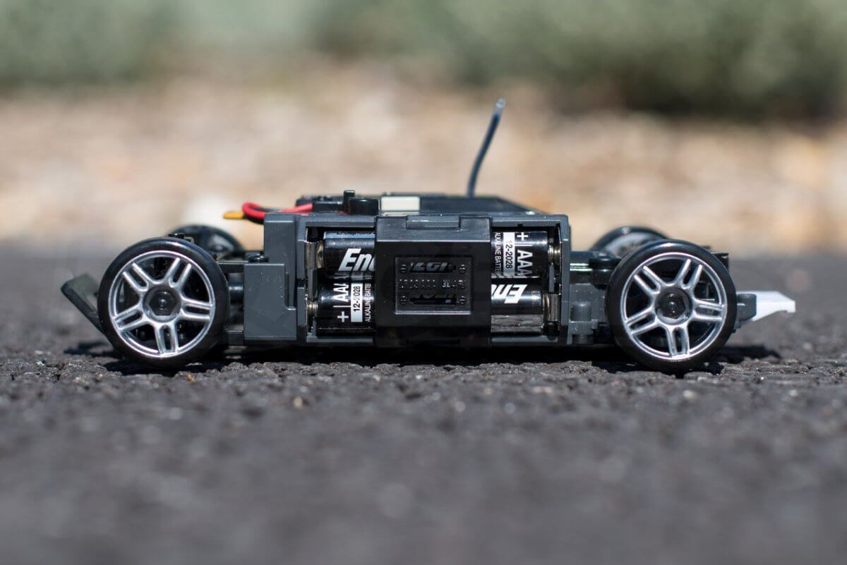 Kyosho Mini Z Drift cars review Skyline R33 batteries installed chassis side