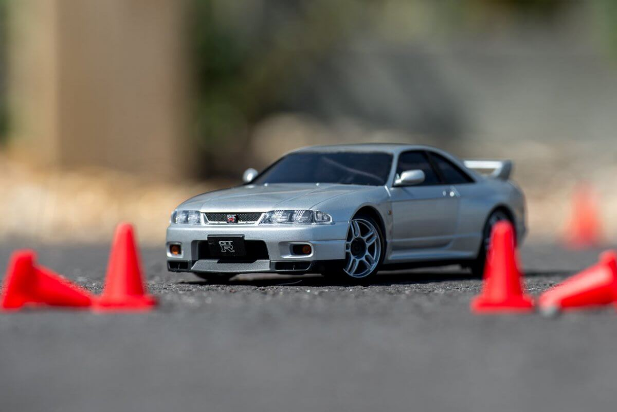 Kyosho Mini Z Drift cars review Skyline R33 cones front low