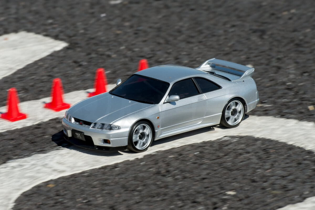 Kyosho Mini Z Drift cars review Skyline R33 driving past line of cones front