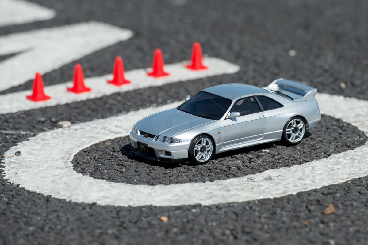 Kyosho Mini Z Drift cars review Skyline R33 parked in bay