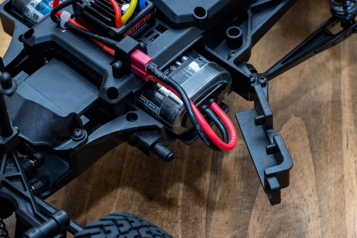 Kyosho Outlaw Rampage Review chassis battery door
