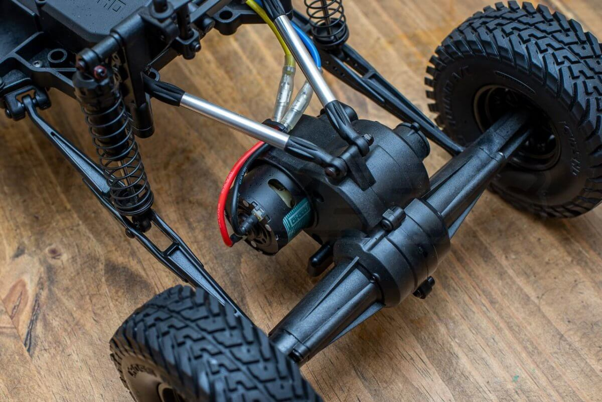 Kyosho Outlaw Rampage Review chassis rear end shocks motor diff live axle