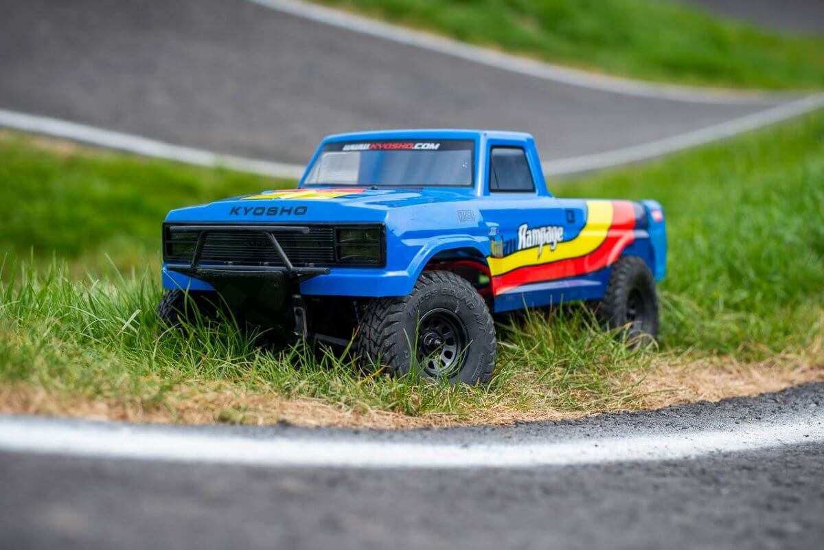 Kyosho Outlaw Rampage Review front side grass low insta