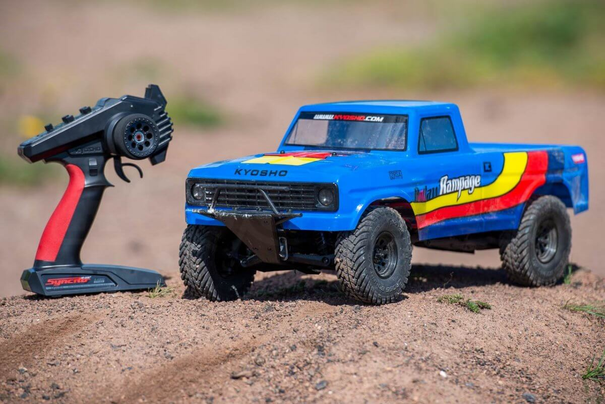 Kyosho Outlaw Rampage Review on dirt with transmitter