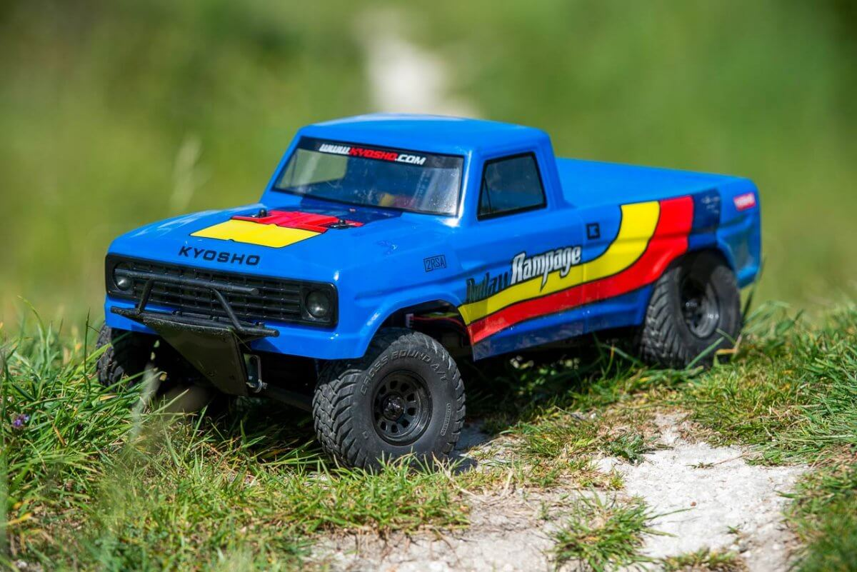 Kyosho Outlaw Rampage Review on grass front
