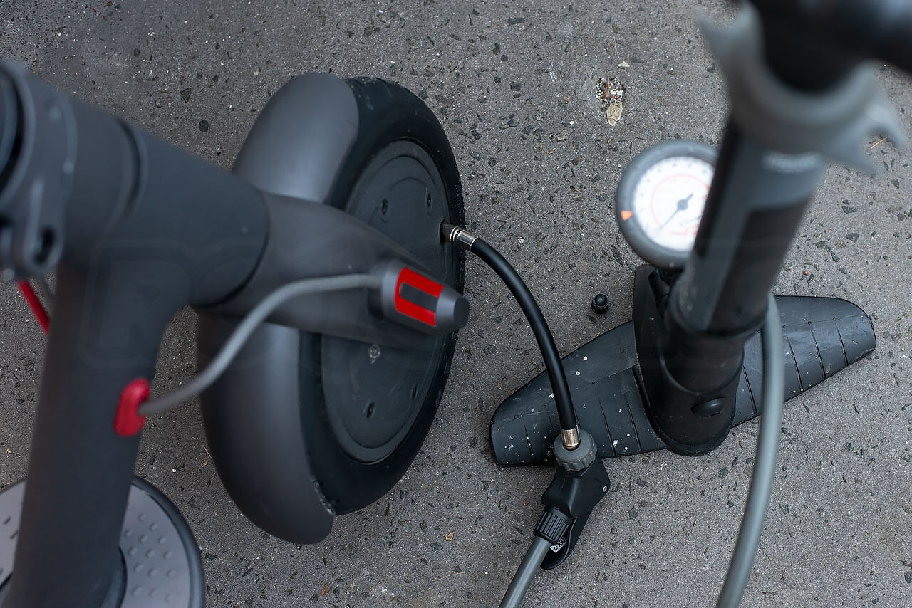 Mi-Electric-Scooter-tyre-pressure