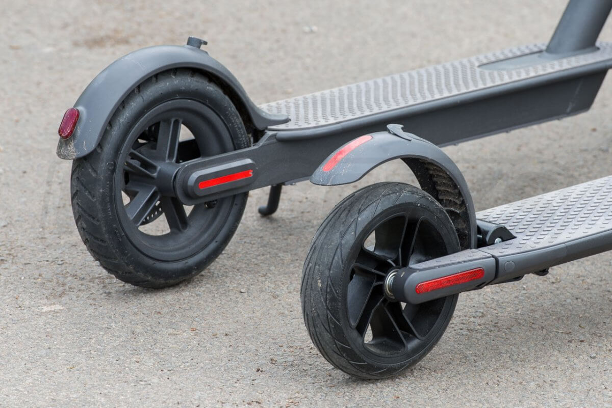 Ninebot ES2 Scooter M365 comparison rear wheels