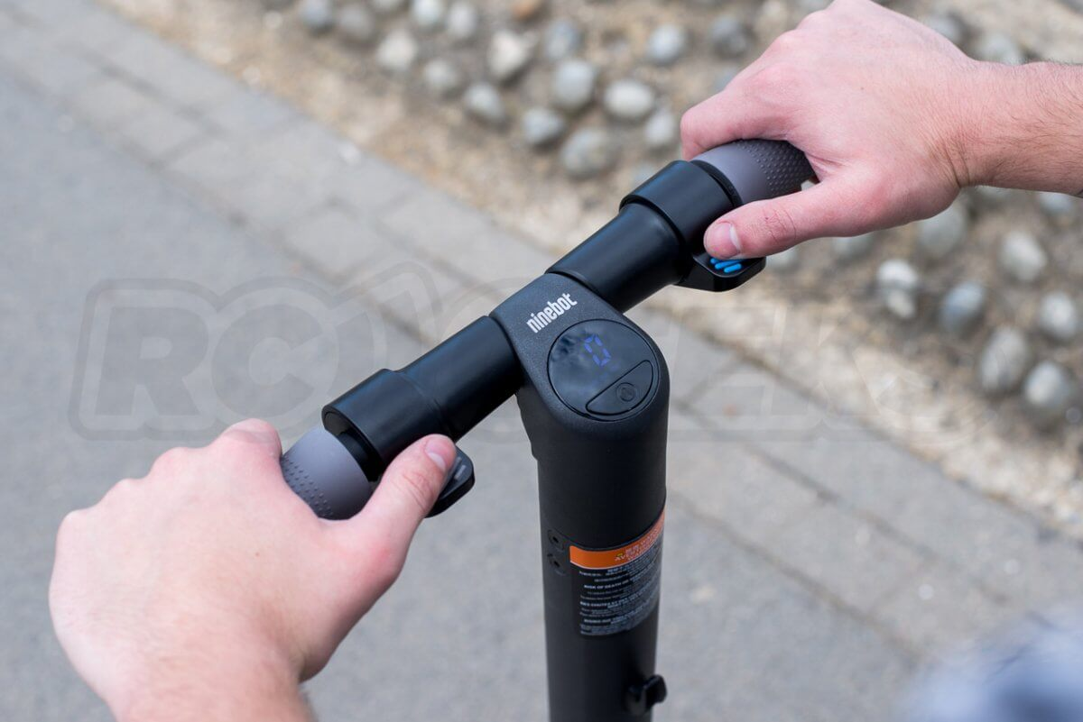 Ninebot ES2 Scooter review hands on handlebar and display_