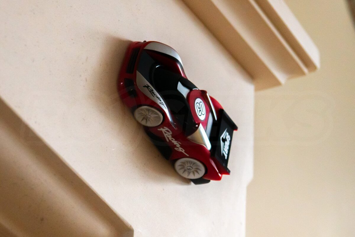 RED5-Wall-Climbing-RC-Car-2