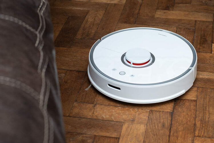 Roborock 2 Vacuum Cleaner Review cleaning by sofa