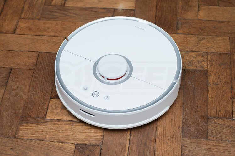 Roborock 2 Vacuum Cleaner Review cleaning wooden parquet floor high