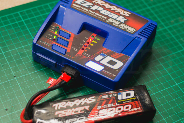 Traxxas TRX-4 Land Rover Defender battery charger