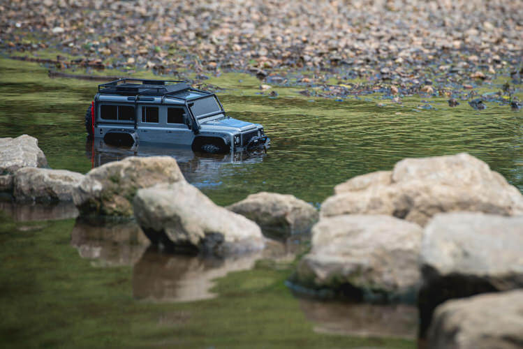 Traxxas TRX-4 Land Rover Defender deep water wading