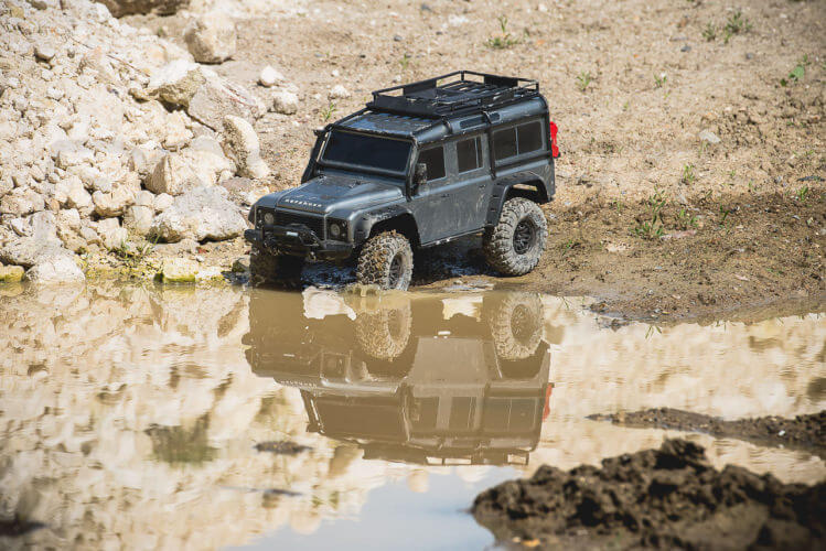 Traxxas TRX-4 Land Rover Defender entering the water