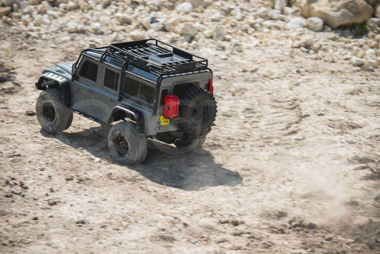 Traxxas TRX-4 Land Rover Defender fast acceleration
