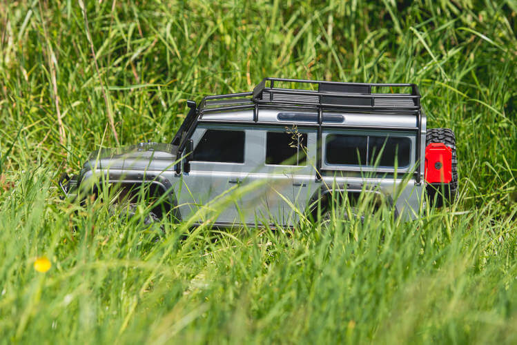 Traxxas TRX-4 Land Rover Defender side in long grass