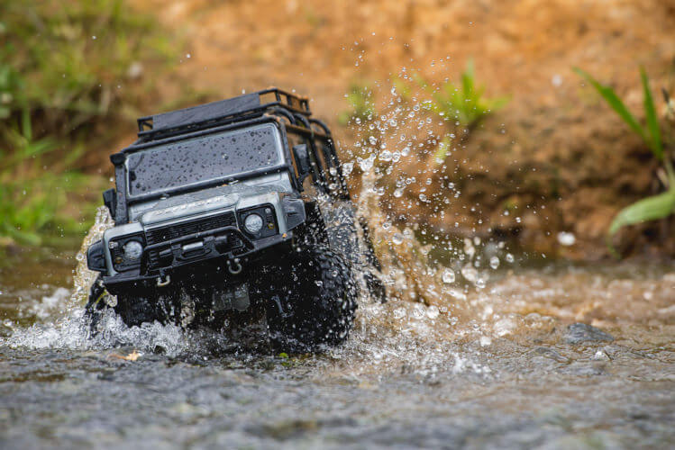 Traxxas TRX-4 Land Rover Defender water off roading