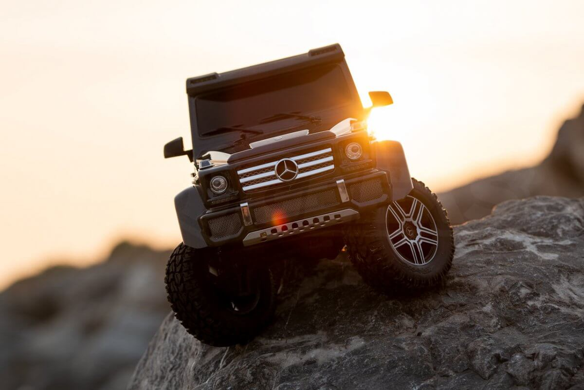 Traxxas TRX 4 Mercedes Benz G500 G wagon unxboxing review beach rock crawling sunset front low feature
