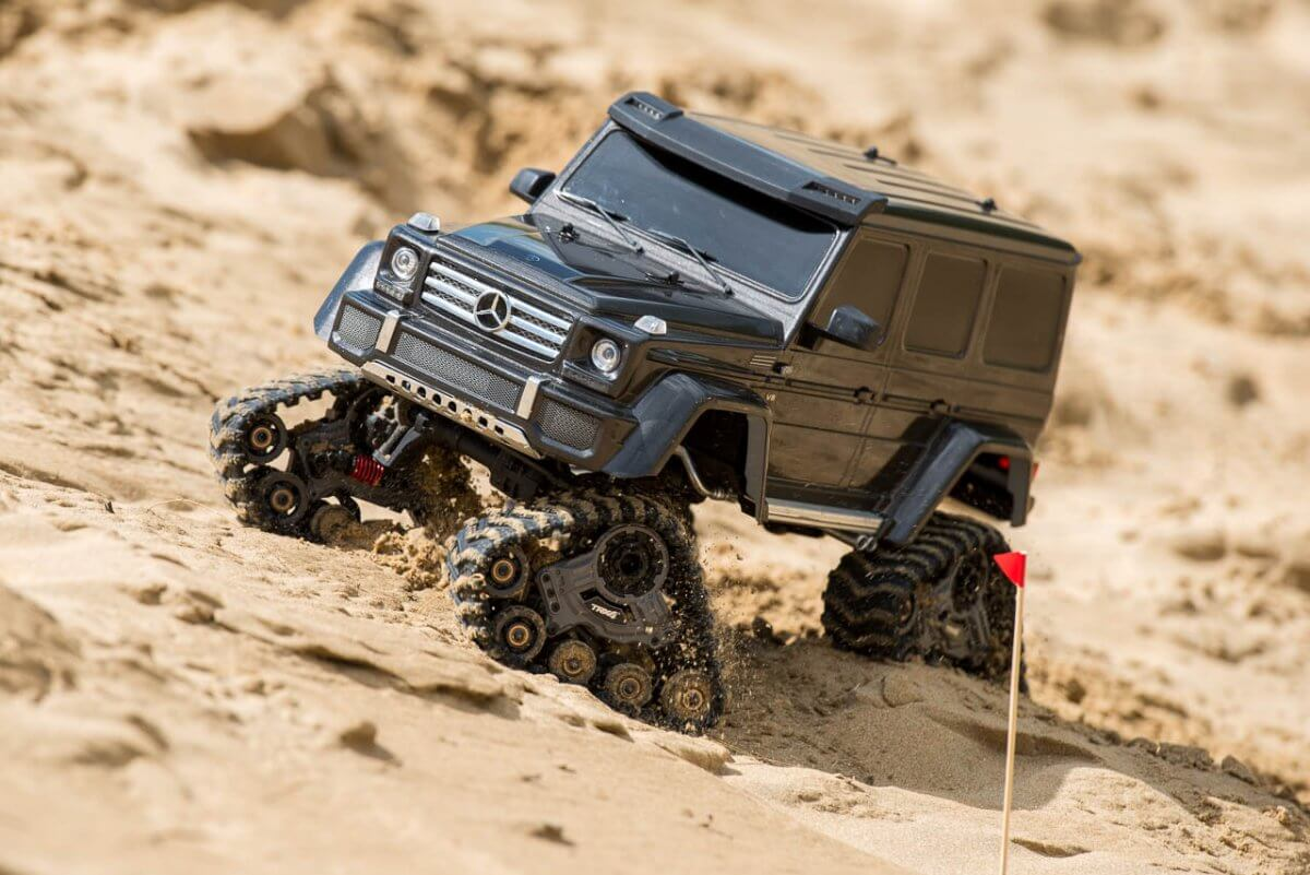 Traxxas Traxx Review Mercedes G500 front right sand flag